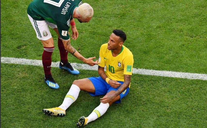Brazilians erupt in angry social media storm after Mexico's Layún appears to step on Neymar's ankle