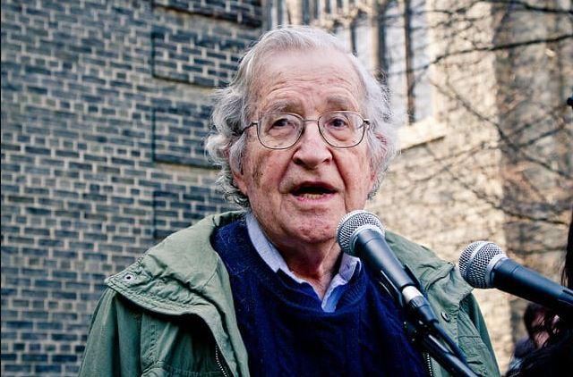Academic Noam Chomsky visits Lula in prison