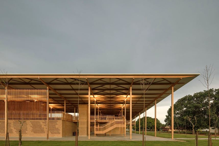 Sustainable Brazilian school awarded architectural prize for world's best building